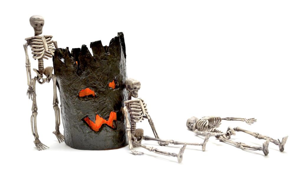 Skeleton Figures - Relaxing