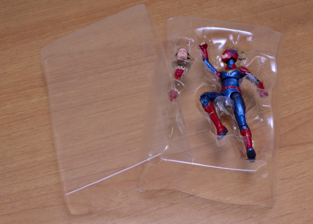 Hasbro Marvel Legends Captain Marvel - Unboxing